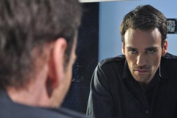 Resultado de imagen de Joven varón de 24 años frente al espejo