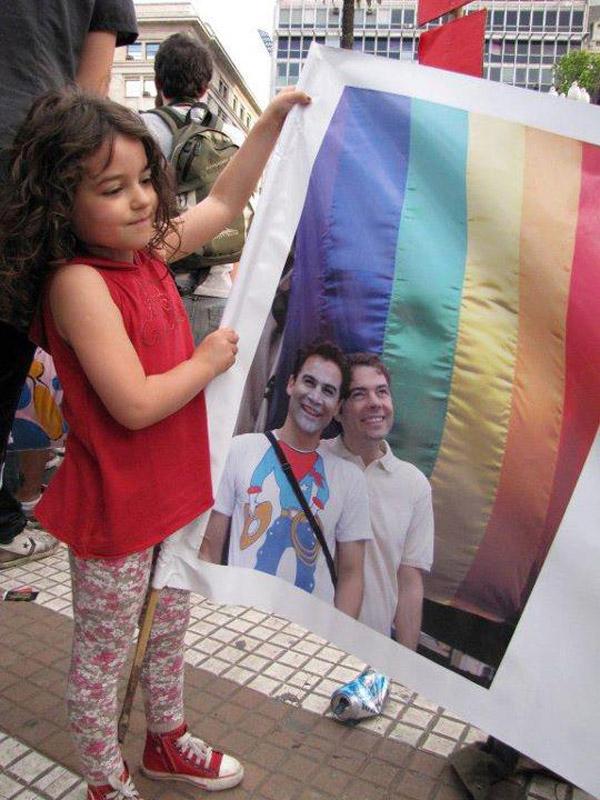 Gaby y Tavo en la Marcha del Orgullo
