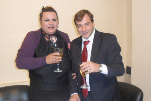 La funcionaria Eliana Alcaraz junto al intendente Juan Jure