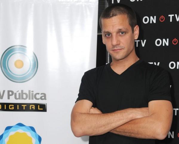 """Rodrigo, serio, en la presentación de """"Contra las cuerdas"""" (foto: Prensa On TV)."""