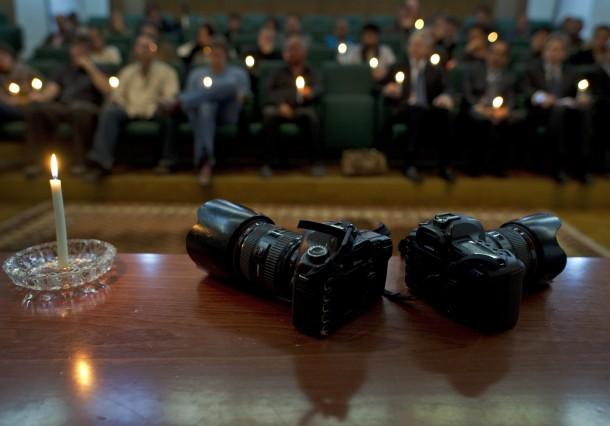 Servicio en memoria de los reporteros gráficos en Bengasi (AFP).