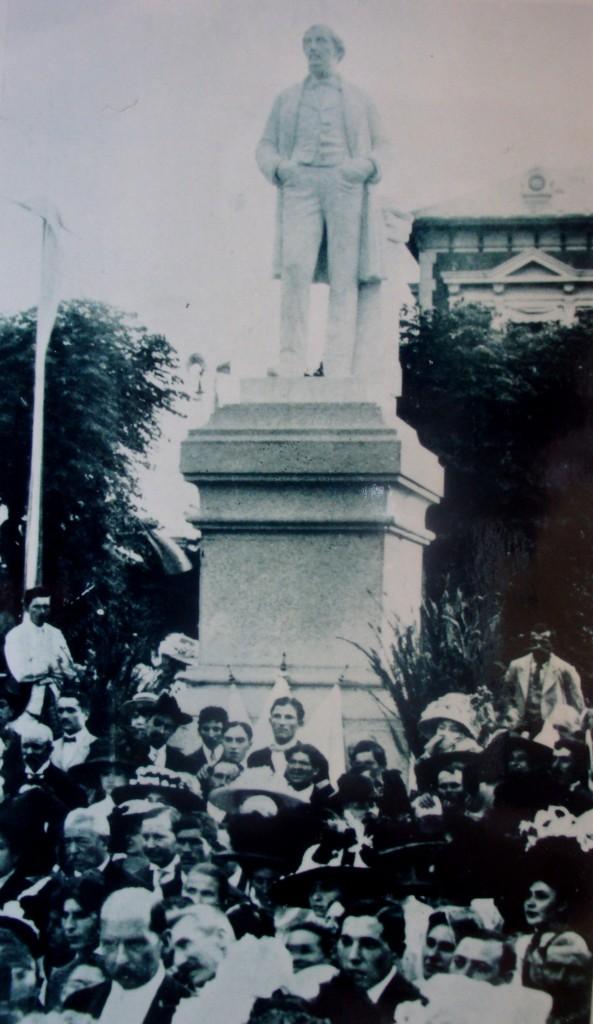 Monumento a Mitres en San Isidro