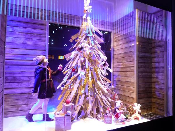 Costumbres navide as que no cambian pese a la crisis for Decoracion de vidrieras de ropa